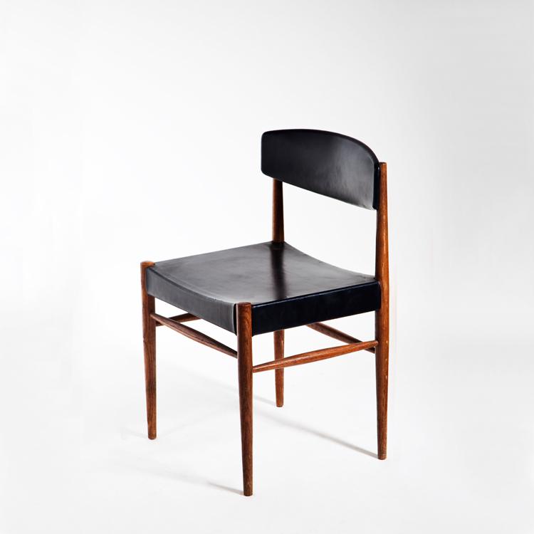 Pareja de sillas escandinavas. Imagen previa a su restauración