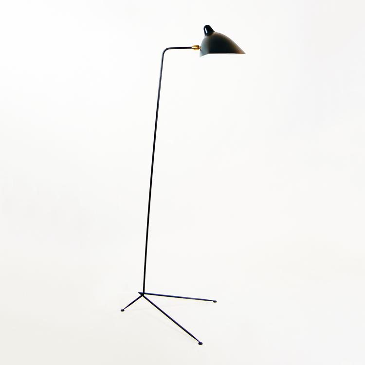 Lámpara de suelo de un brazo de Serge Mouille, Francia. Fabricación artesana de calidad para interior