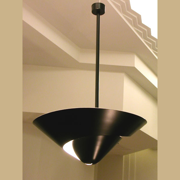 """Lámpara de techo """"Caracol"""" en acero negro, original y sofisticada. Pieza diseñada por Serge Mouille en Francia, años 50"""