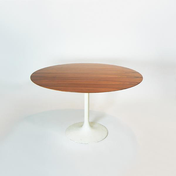 Mesa redonda estilo Eero Saarinen