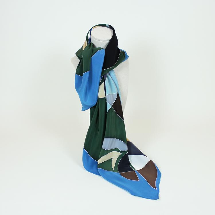 Pañuelo de seda pintado y diseñado por Natalia Lumbreras