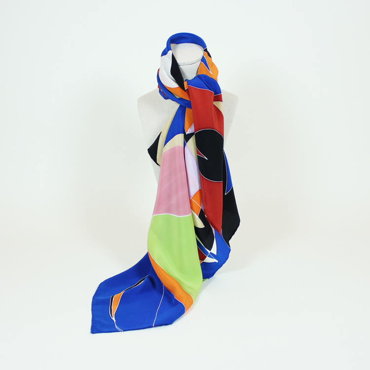 Pañuelo pintado y diseñado por Natalia Lumbreras