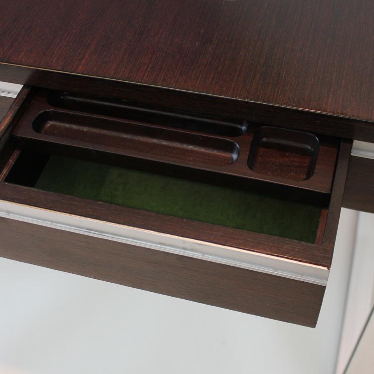 Mesa despacho dise o de michel ducaroy detalle tiempos for Despacho de diseno