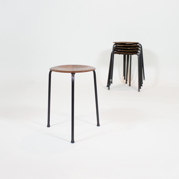 Taburetes diseño Arne Jacobsen