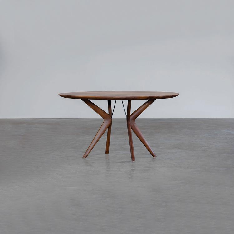 Mesa, colección Lakri, de Artisan