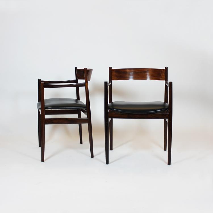 Pareja de sillas de Gianfranci Frattini para Casina. Italia, 60s