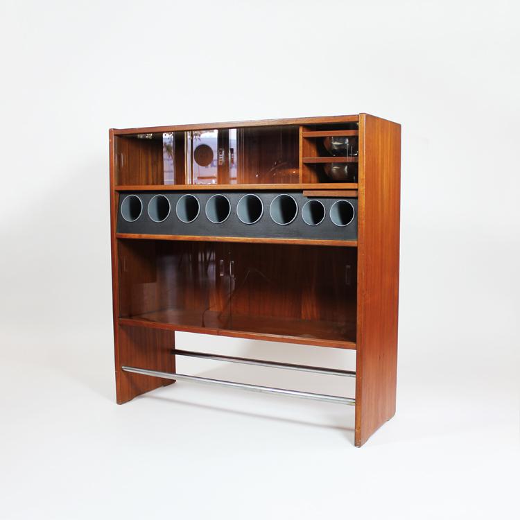 Mueble bar, diseño de Erik Buch. Dinamarca, 1960
