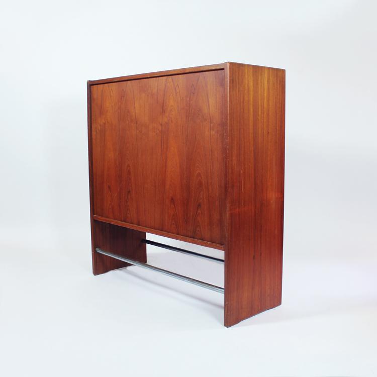 Mueble bar dise o de erik buch tiempos modernos for Muebles bar diseno