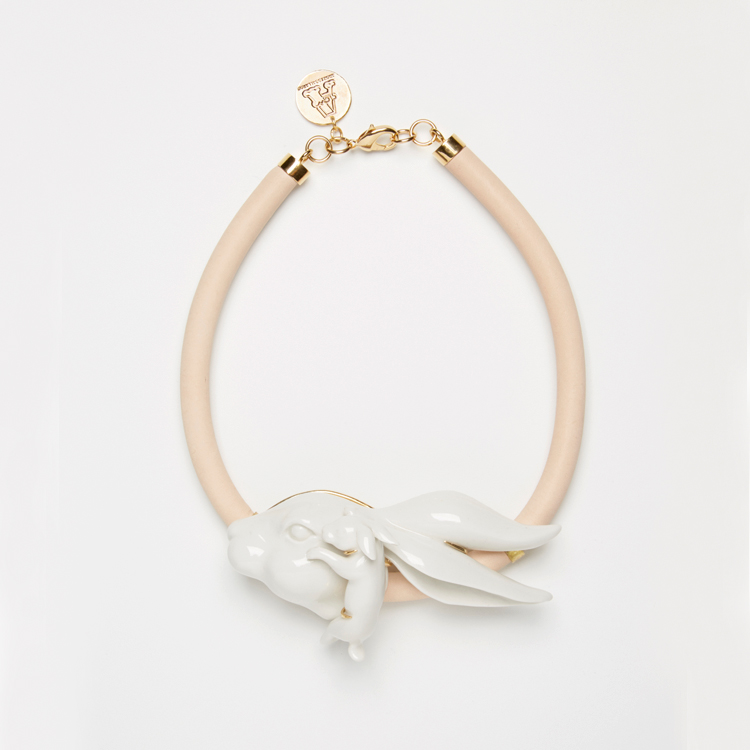 """Collar de Andrés Gallardo """"Rabbithug"""""""