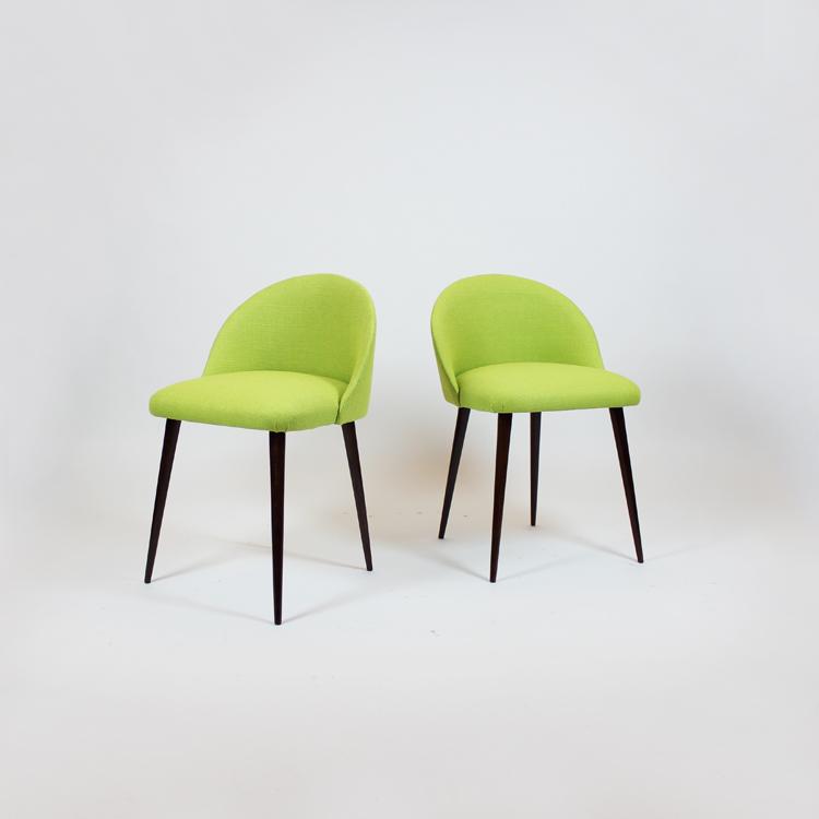 Pareja de sillas descalzadoras. Francia, años 50