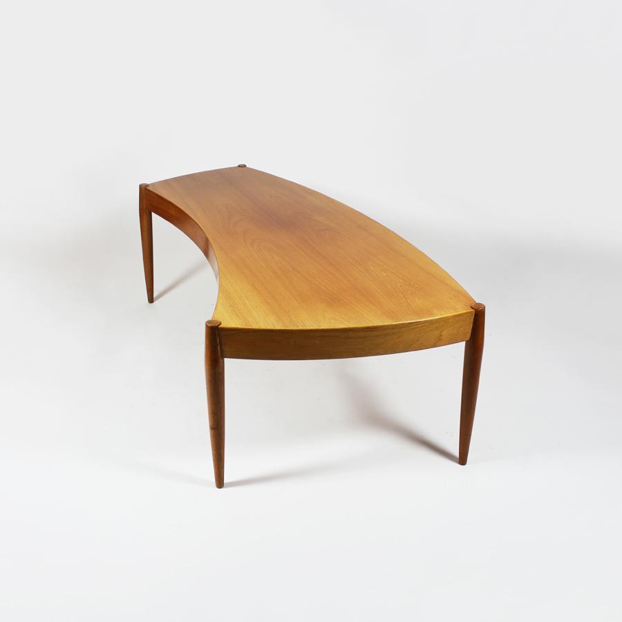 Mesa de centro de Johannes Andersen. Suecia, 1960