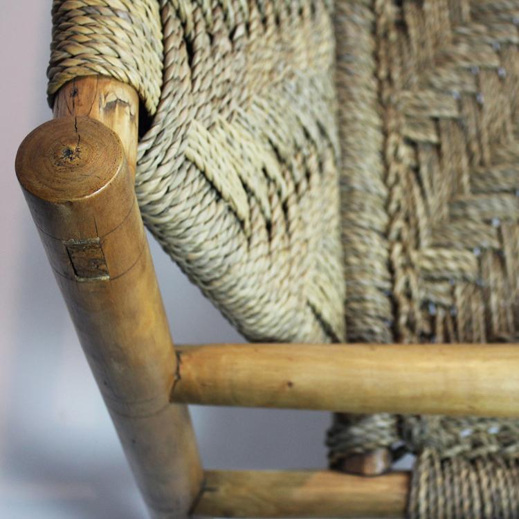Sofá de madera y enea. Turín hacia 1940