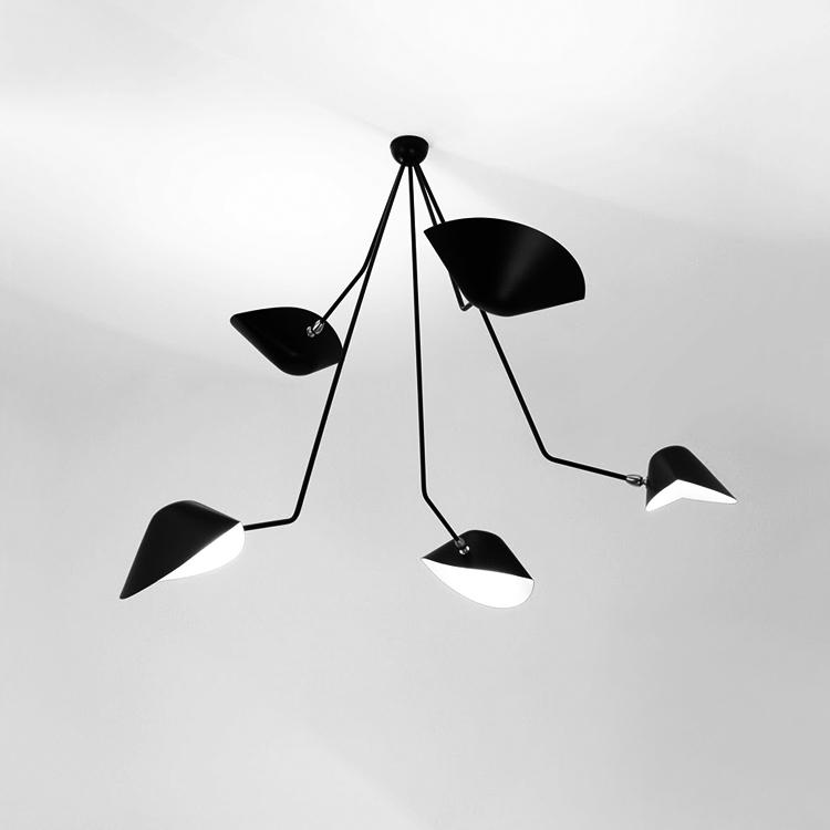 """Lámpara de techo """"Araña"""" de cinco brazos en ángulo, diseño original del artista Serge Mouille en Francia. Producción de calidad en acero"""