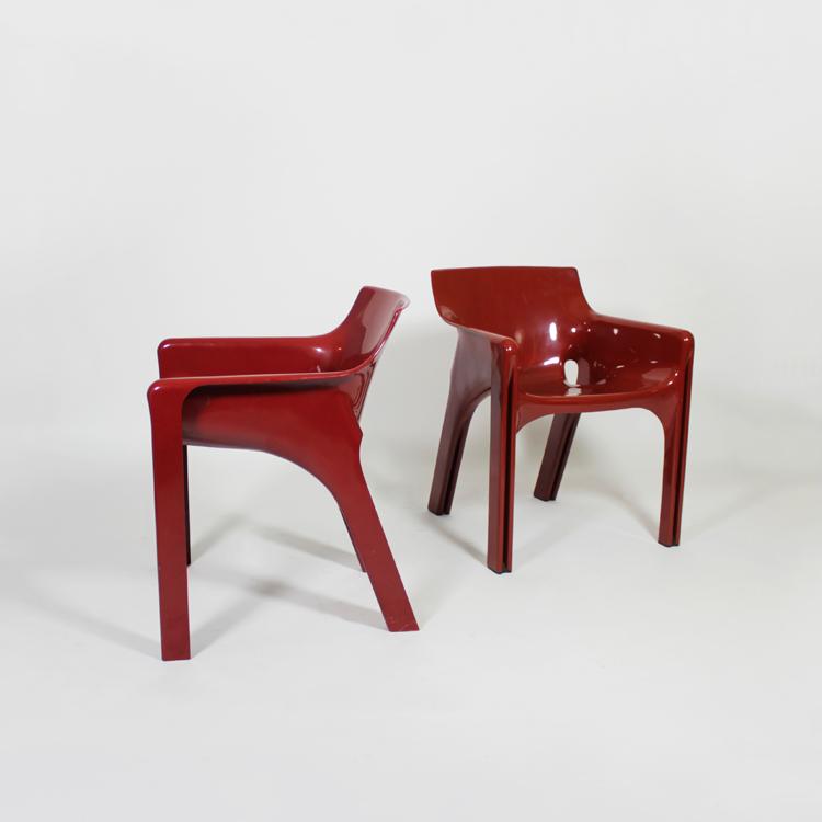 Pareja de sillas modelo Gaudí, diseño de Vivo Magistretti