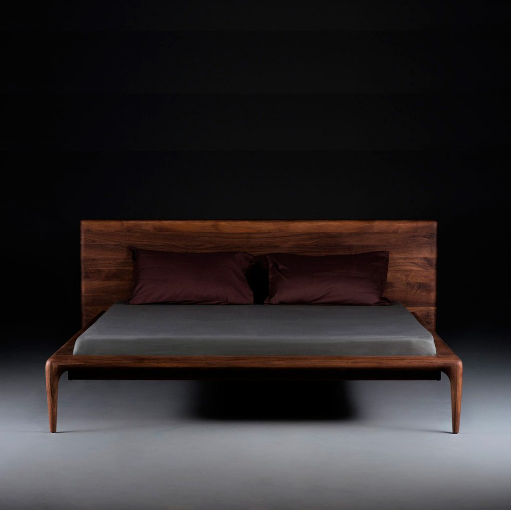 Cama Latus, en madera con diseño vanguardista para Artisan