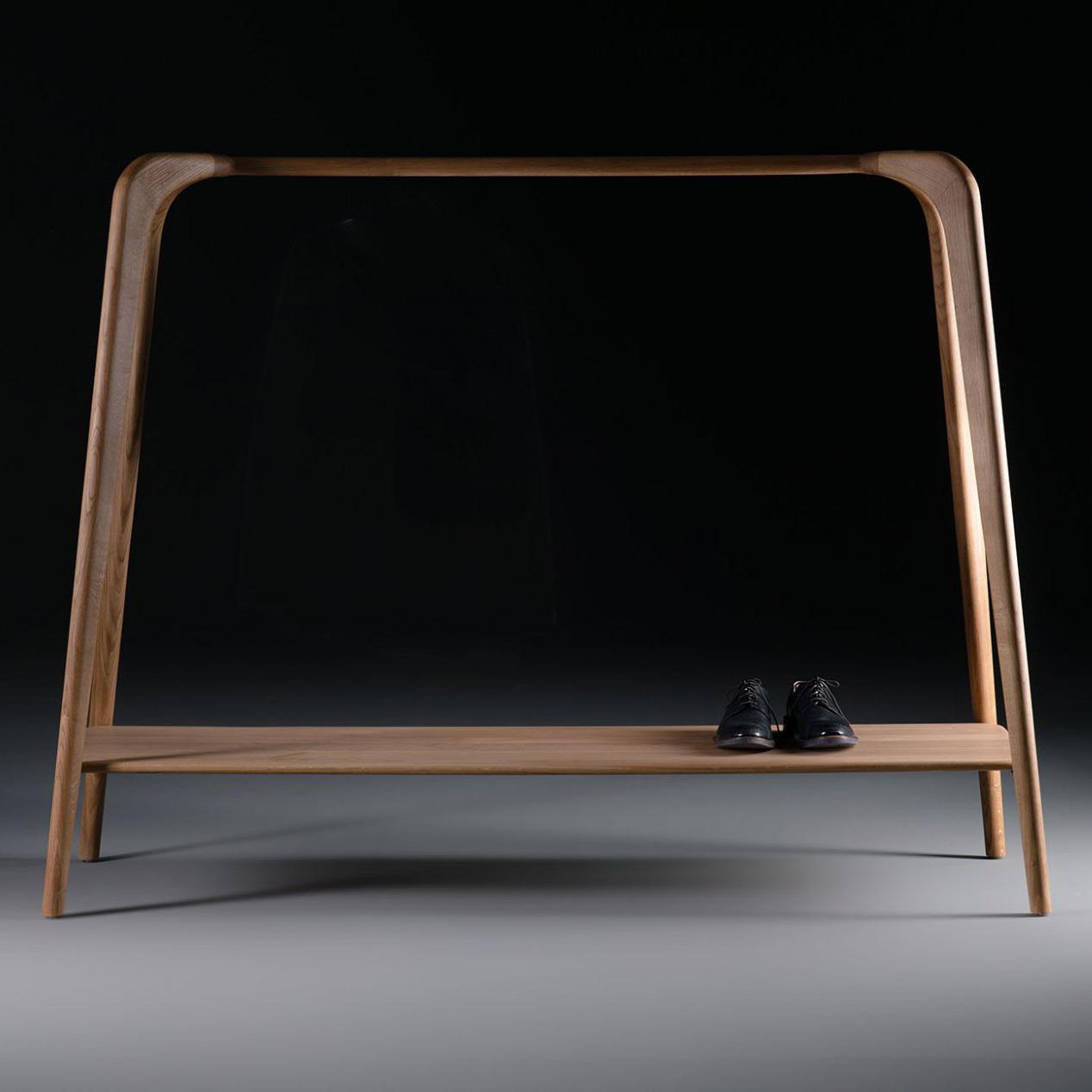 Perchero Swing, en madera maciza con un diseño vanguardista y de producción artesana