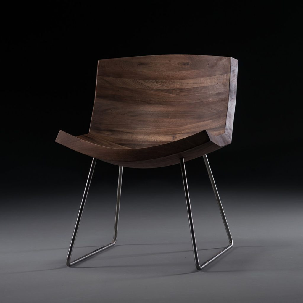 Silla Chunk de Artisan, con diseño vanguardista en madera y acero, exclusiva y original de Bosnia