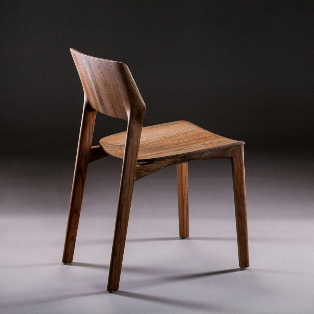 Silla Fin en madera y tapicería a elegir de primera calidad, con diseño actual, elegante y artesano de Bosnia