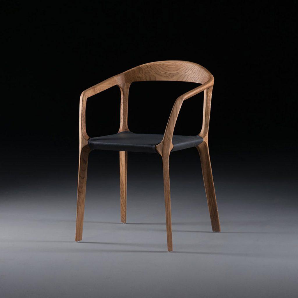 Silla Colección Kanon en madera y cuero, con diseño moderno y original en Europa, de producción artesana de calidad