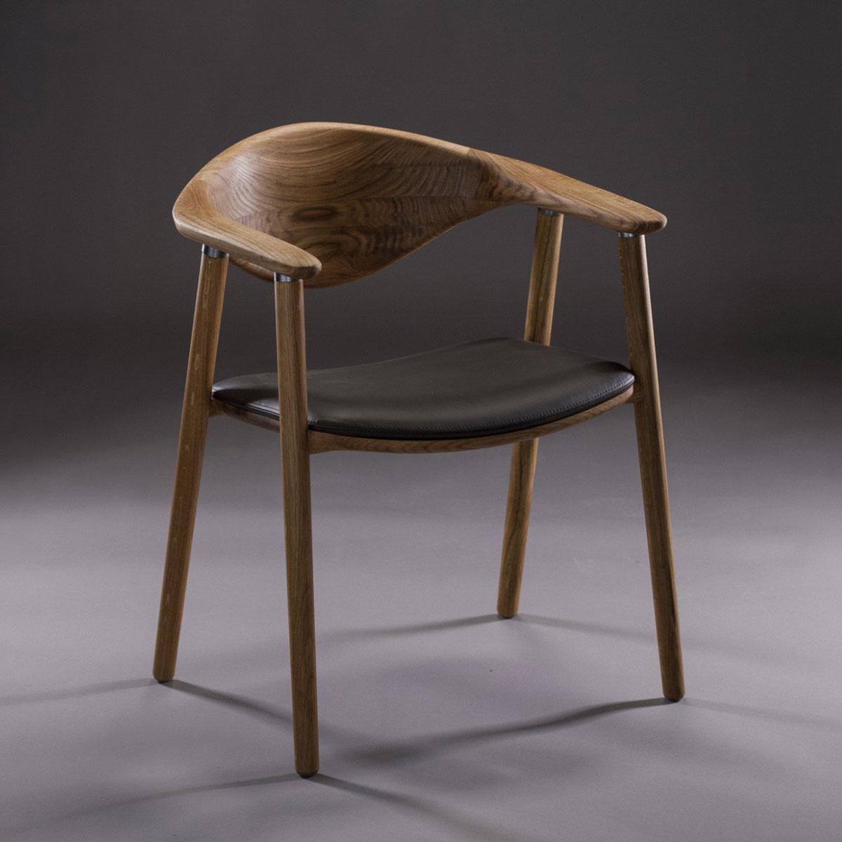 Silla Naru realizada en madera y con asiento en tapicería a elegir, de diseño moderno y excelentes acabados. Artesanía europea de calidad para Artisan