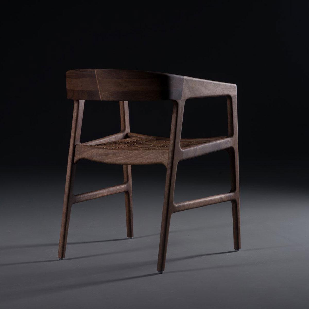 Silla Colección Tesa con diseño moderno en madera y tapicería, de producción artesana y exclusiva de calidad