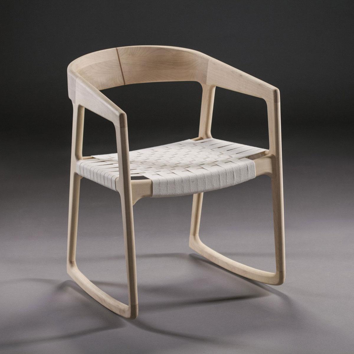 Silla Tesa Swinging, diseño vanguardista en madera de calidad y tapicería a elegir, de producción artesanal europea