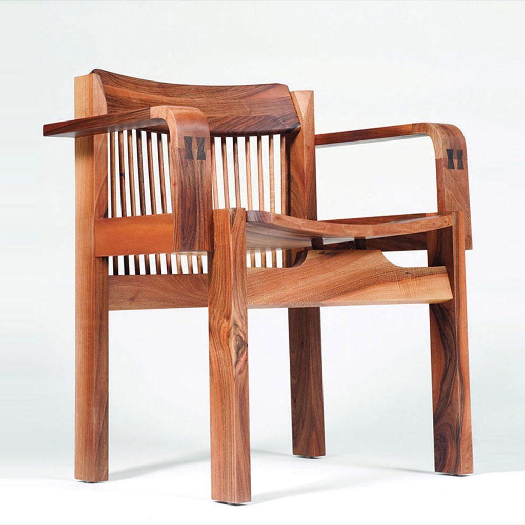 Silla Tito, diseño moderno en madera maciza, con fabricación artesana de máxima calidad de Bosnia