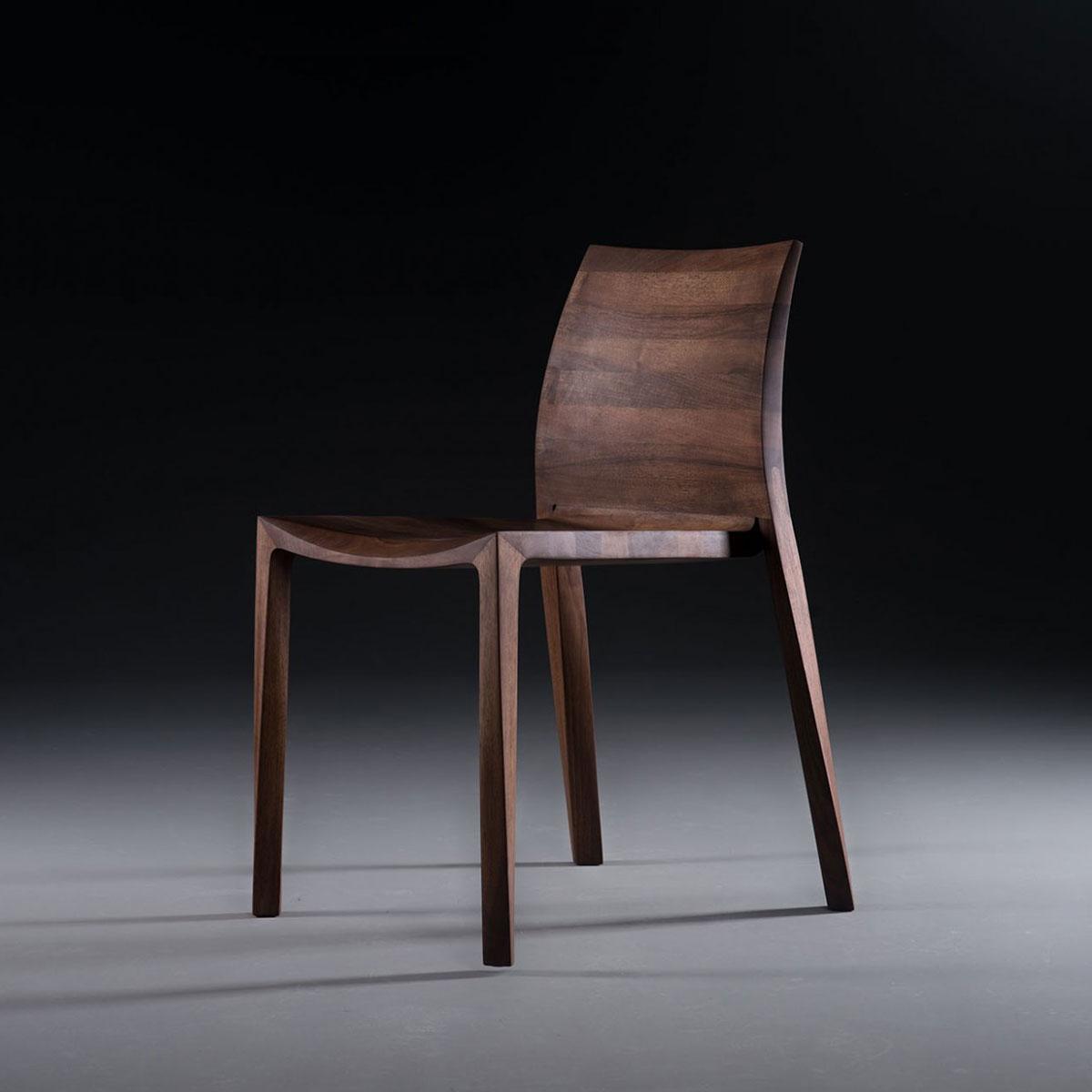Silla Torsio, diseño actual y original para Artisan de Bosnia, en madera maciza y producción artesanal de máxima calidad