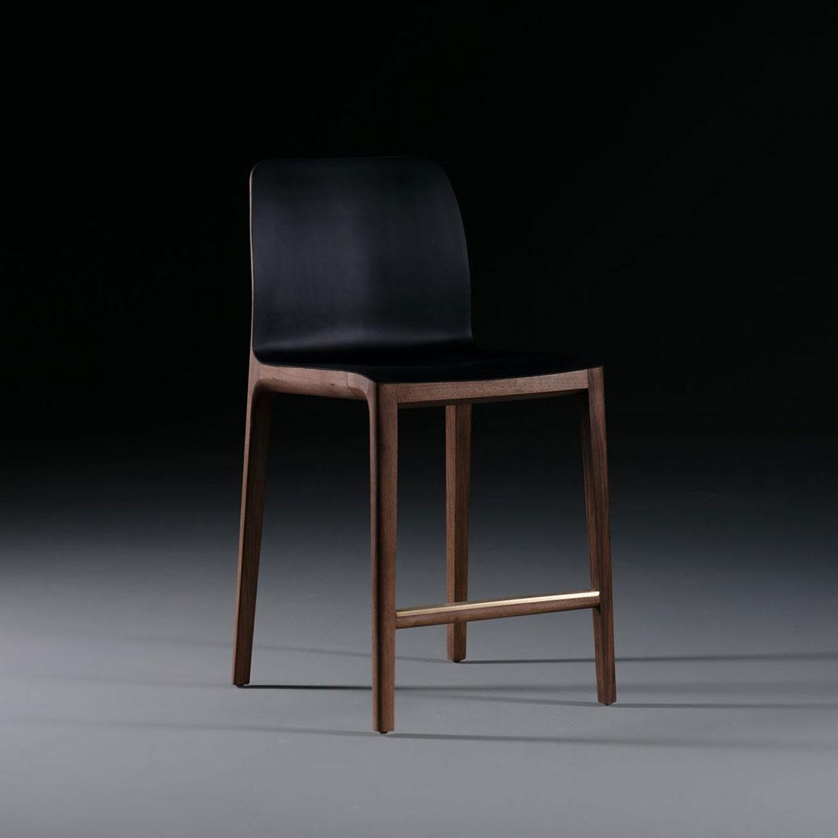 Silla Bar Invito, diseño vanguardista en madera y cuero de calidad, realizada artesanamelnte en Europa