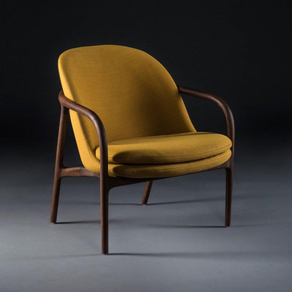 Sillon Neva Lounge Bajo en madera y tapicería, diseño actual con producción artesana y exclusiva en Europa