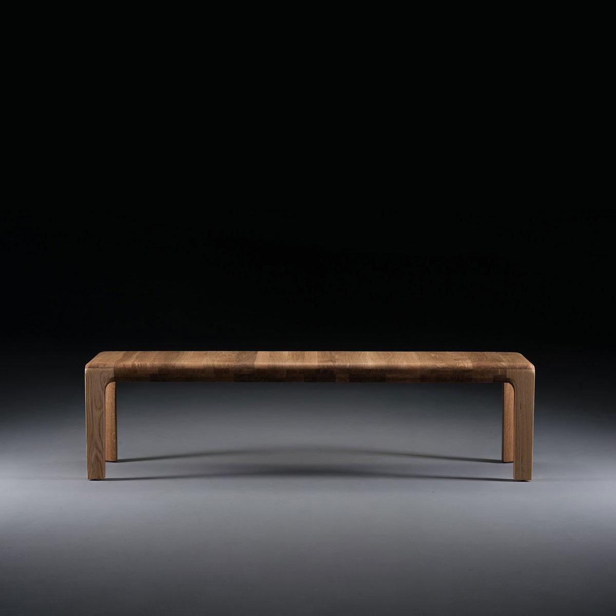 Banco Invito, realizado en madera maciza de excelente calidad, con diseño vanguardista y exclusivo en Europa