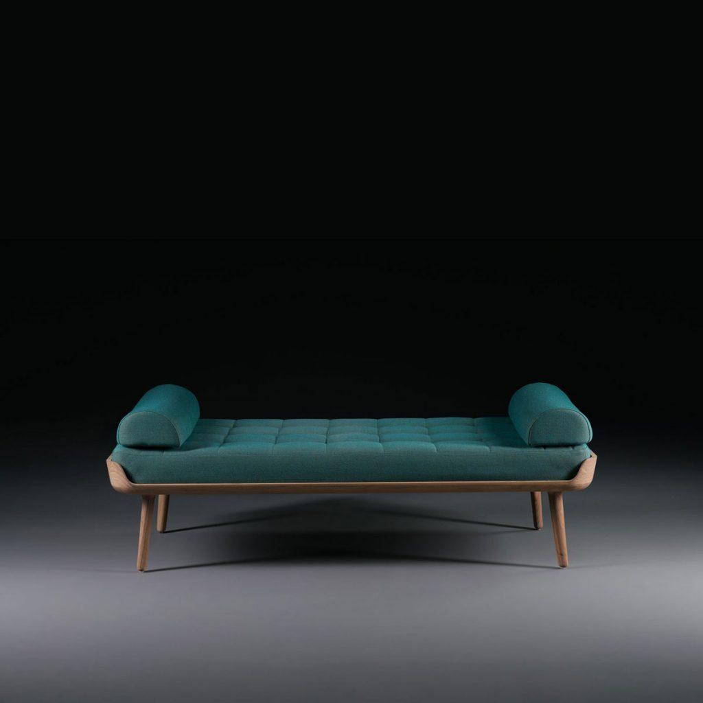 Canape Thor, diseño vanguardista y actual en madera y tapicería con producción artesana en Europa