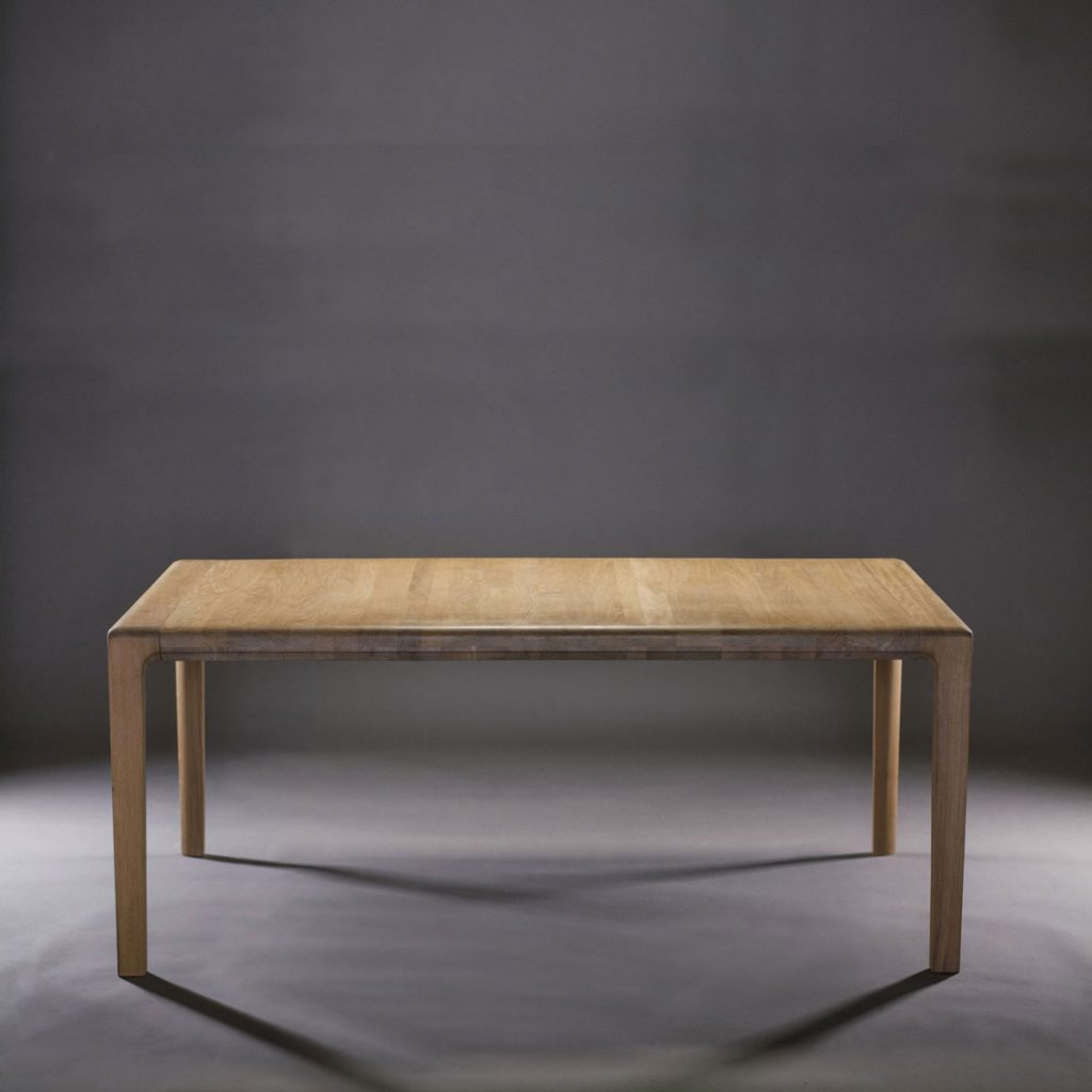 Mesa Invito en maderas de calidad a elegir, realizada de forma artesanal con diseño vanguardista para Artisan