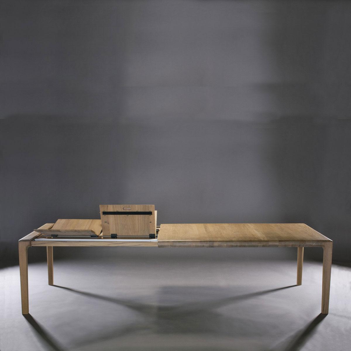 Mesa Invito con extensiones en maderas de calidad, realizada de forma artesanal y moderna para Artisan
