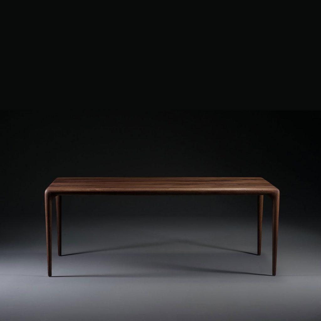 Mesa Latus, diseño actual con excelentes acabados, realizada en maderas de primera calidad, de producción artesanal de Bosnia