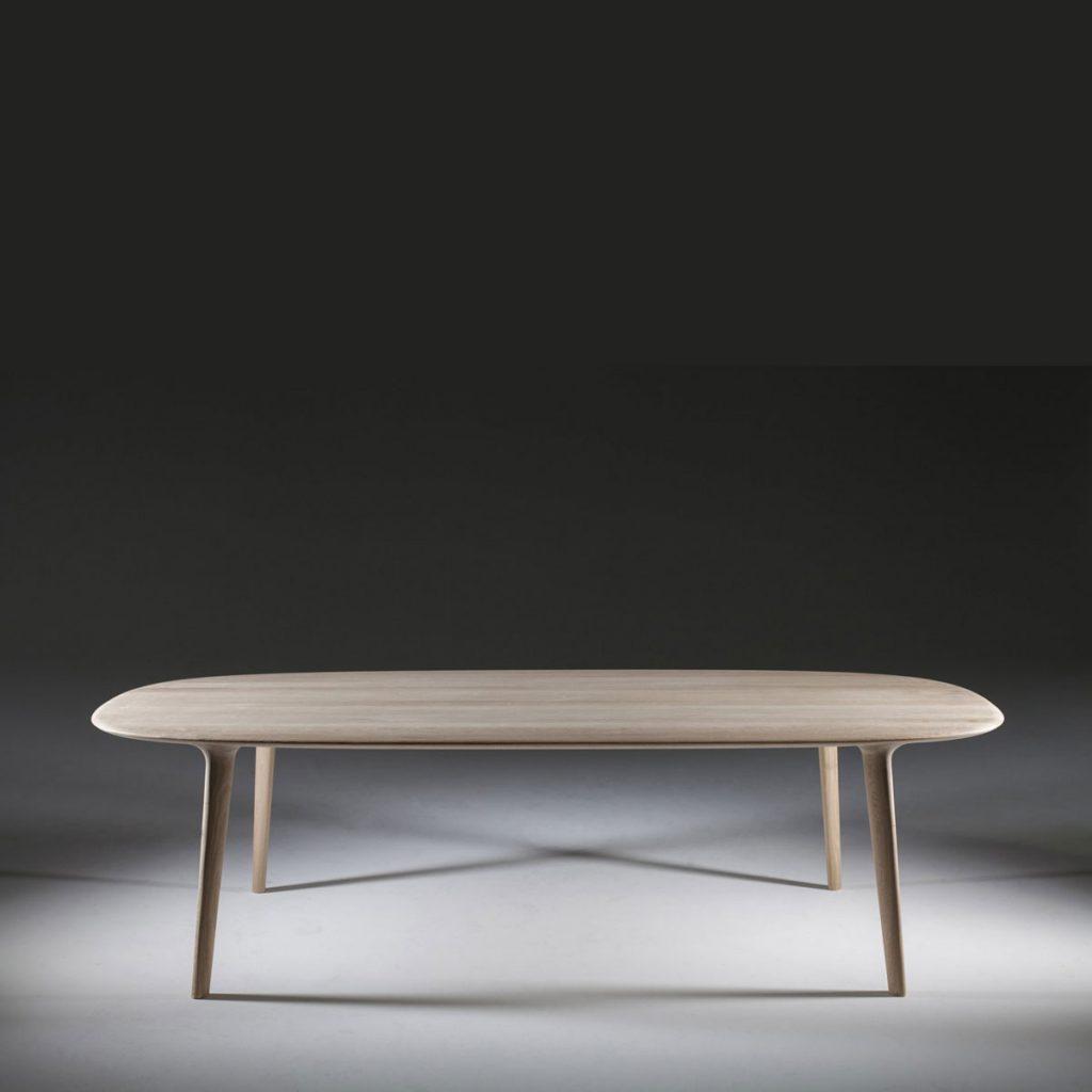 Mesa Luc Oval en madera de calidad con diseño moderno, realizada artesanalmente en Europa