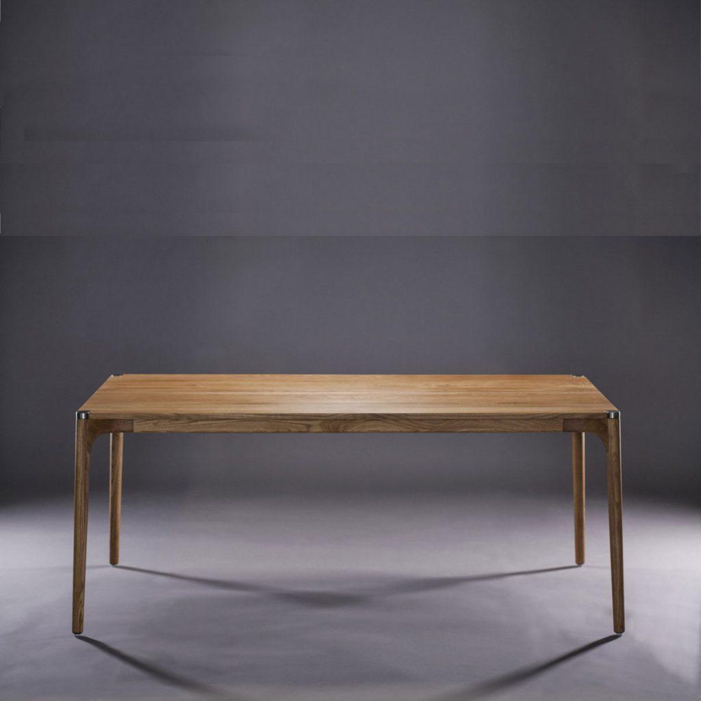 Mesa Naru, diseño moderno realizado en diferentes tipos de madera de gran calidad con piezas de acero, de producción artesana exclusiva para Artisan