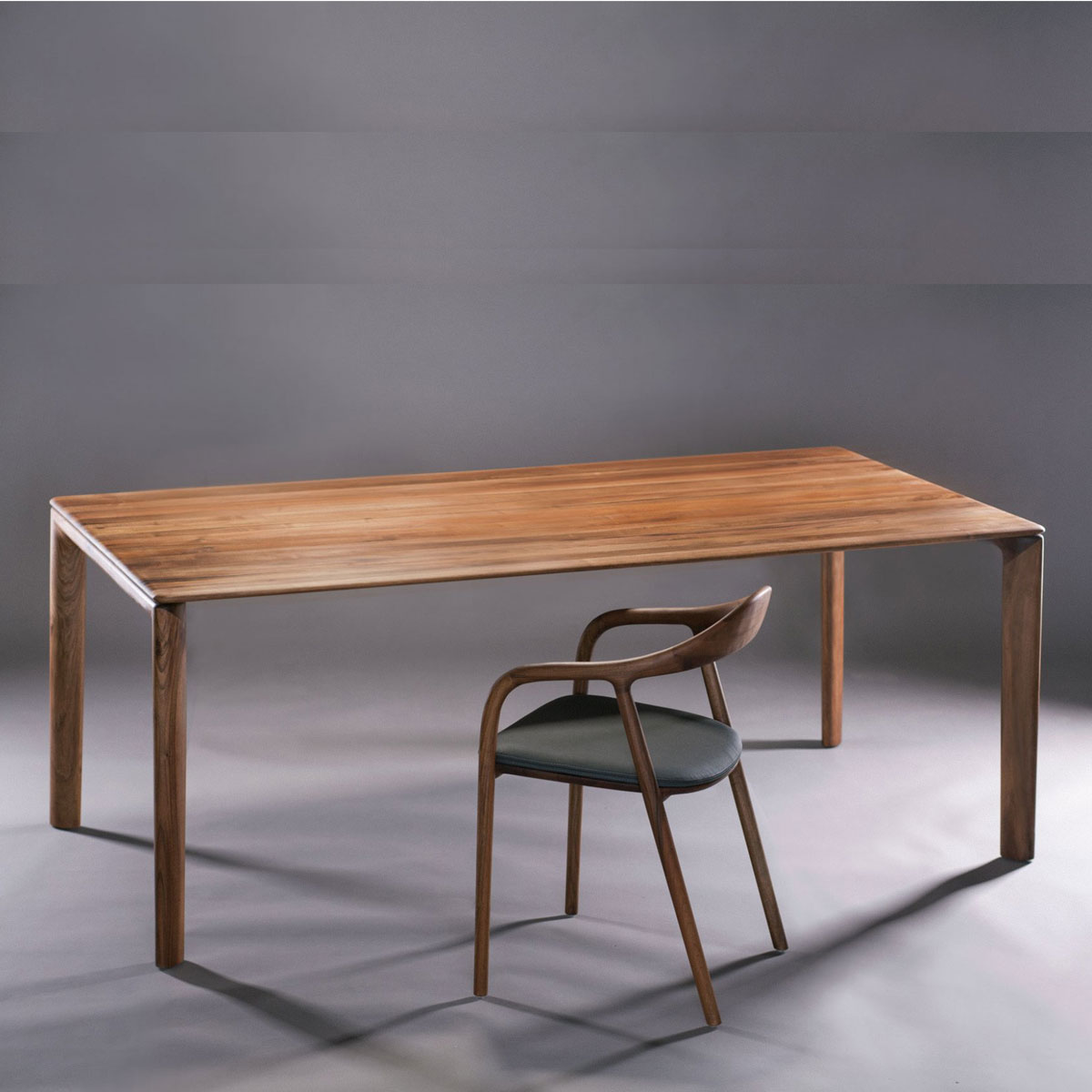 Mesa Neva, diseño vanguardista en madera de producción artesana