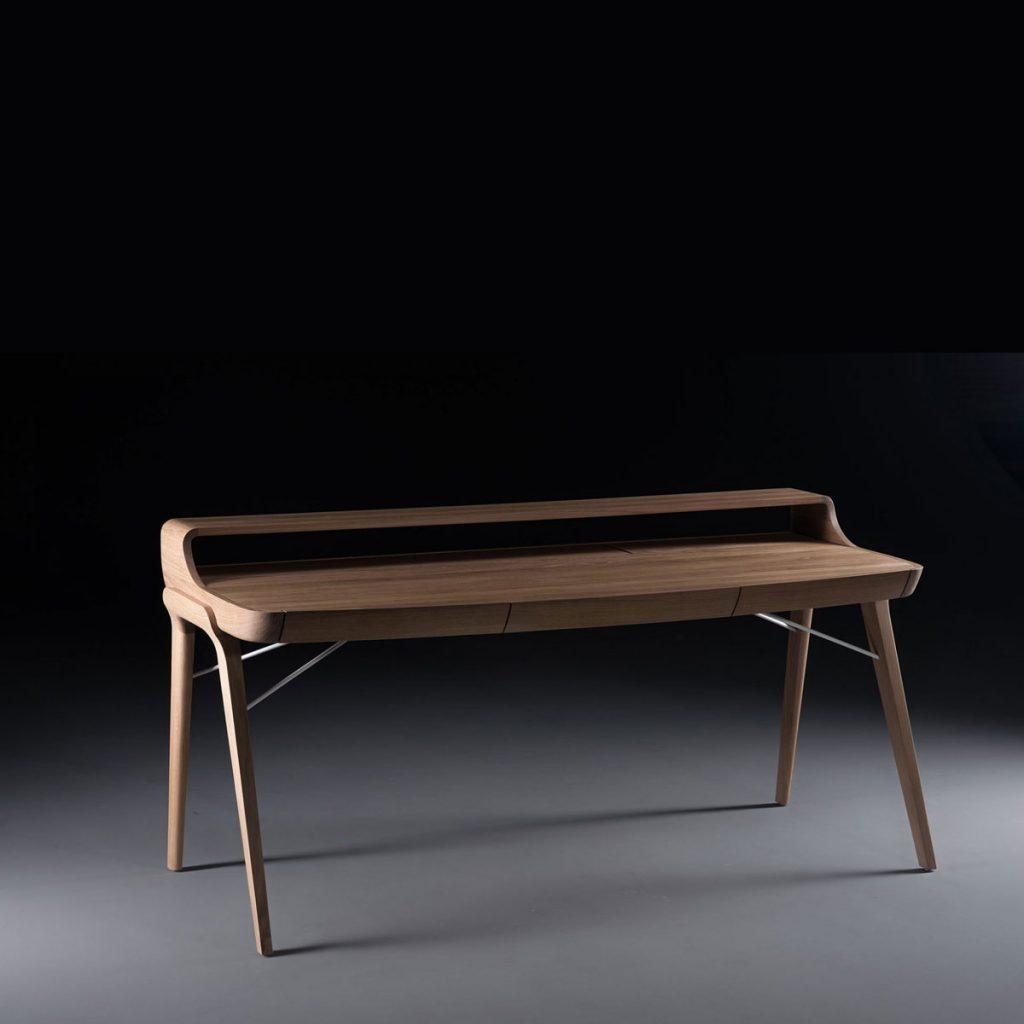 Escritorio de Trabajo Picard, en madera de calidad con estante, de diseño vanguardista. Elaborado de forma artesana, exclusiva y original para Artisan