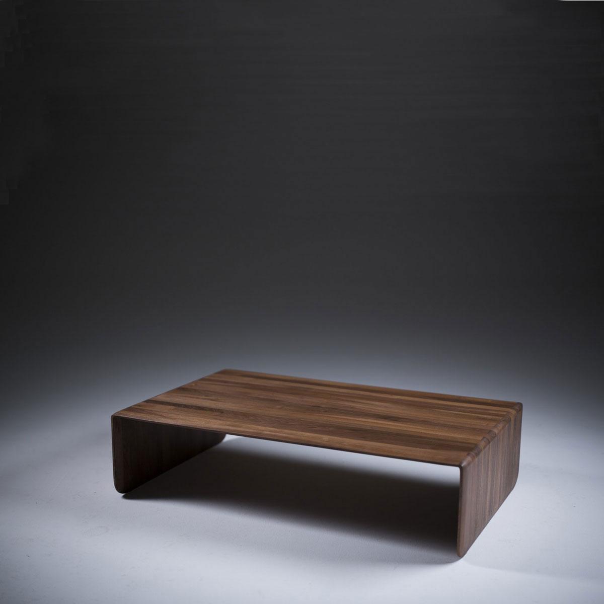 Mesa Cafe Invito en madera con diseño moderno y actual, realizada de forma exclusiva en Europa para Artisan