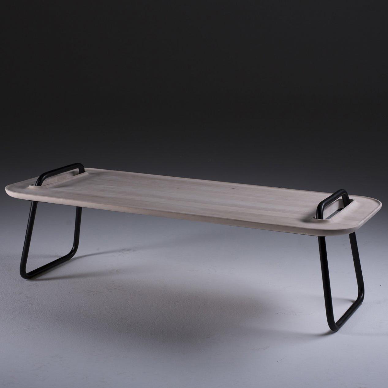 Mesa Cafe Kahawa, en madera y piezas de hierro, de diseño moderno y producción artesana. Varias medidas y colores.