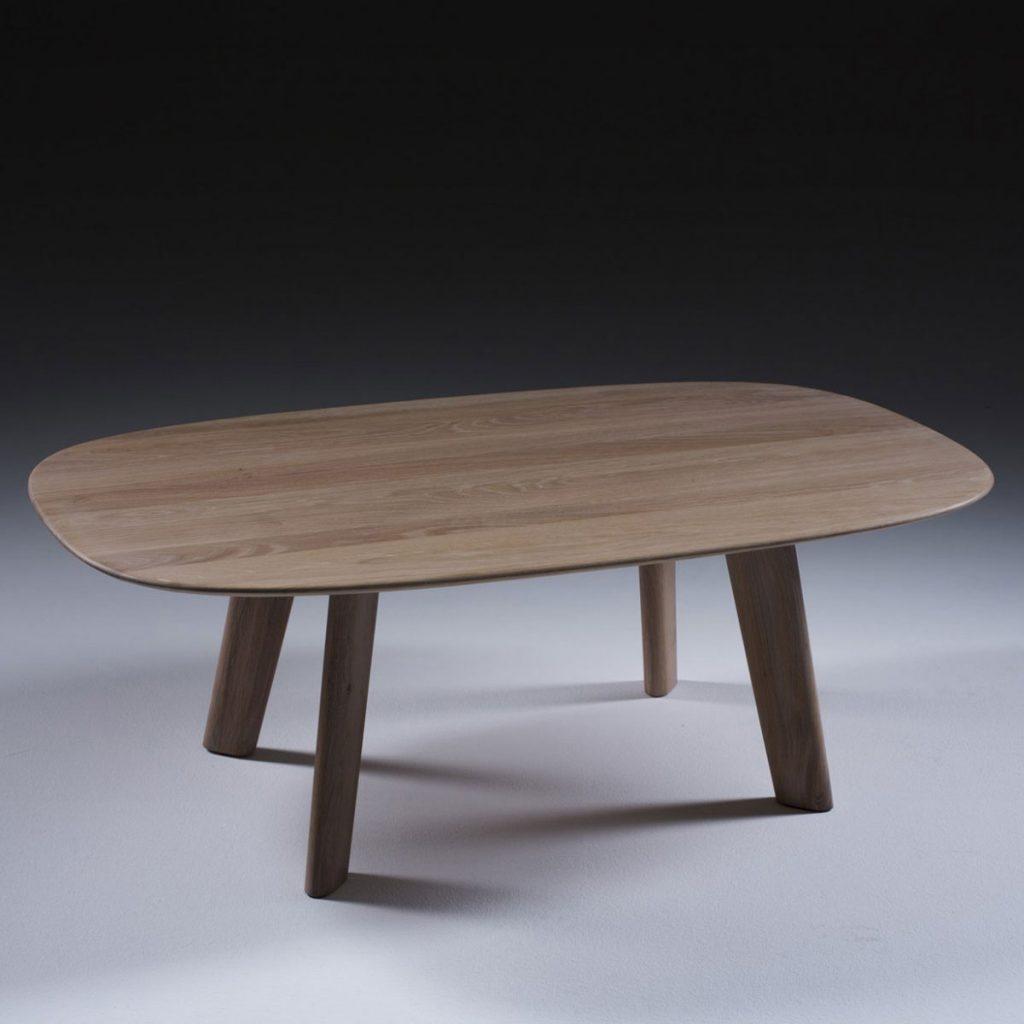 Mesa Cafe Luc Oval en madera de calidad, con diseño moderno y excelentes acabados, artesana y exclusiva en Europa