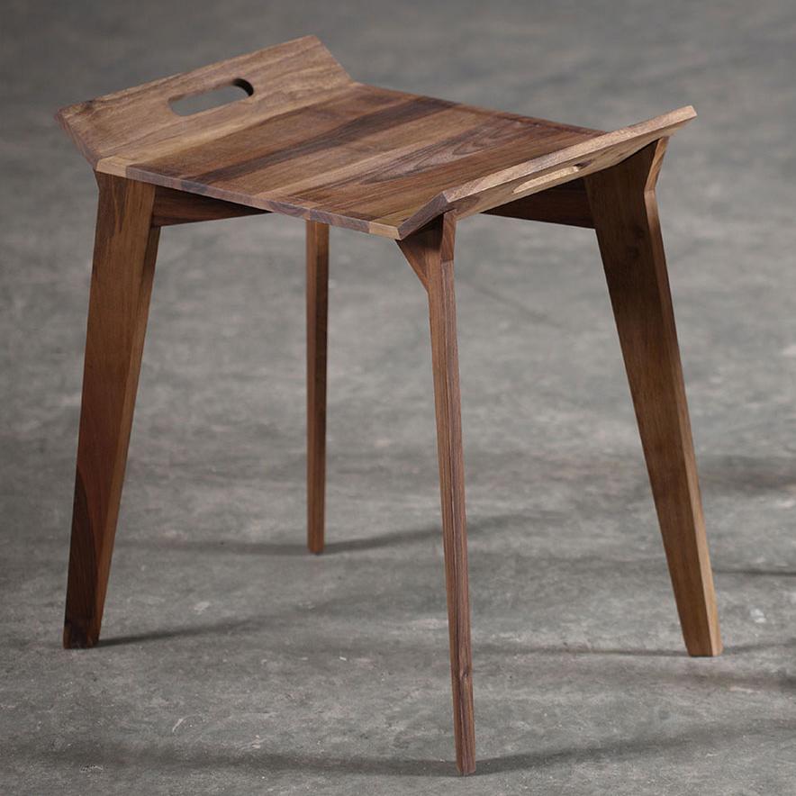 Mesa Cafe Tanz, diseño vanguardista en madera para Artisan de Bosnia