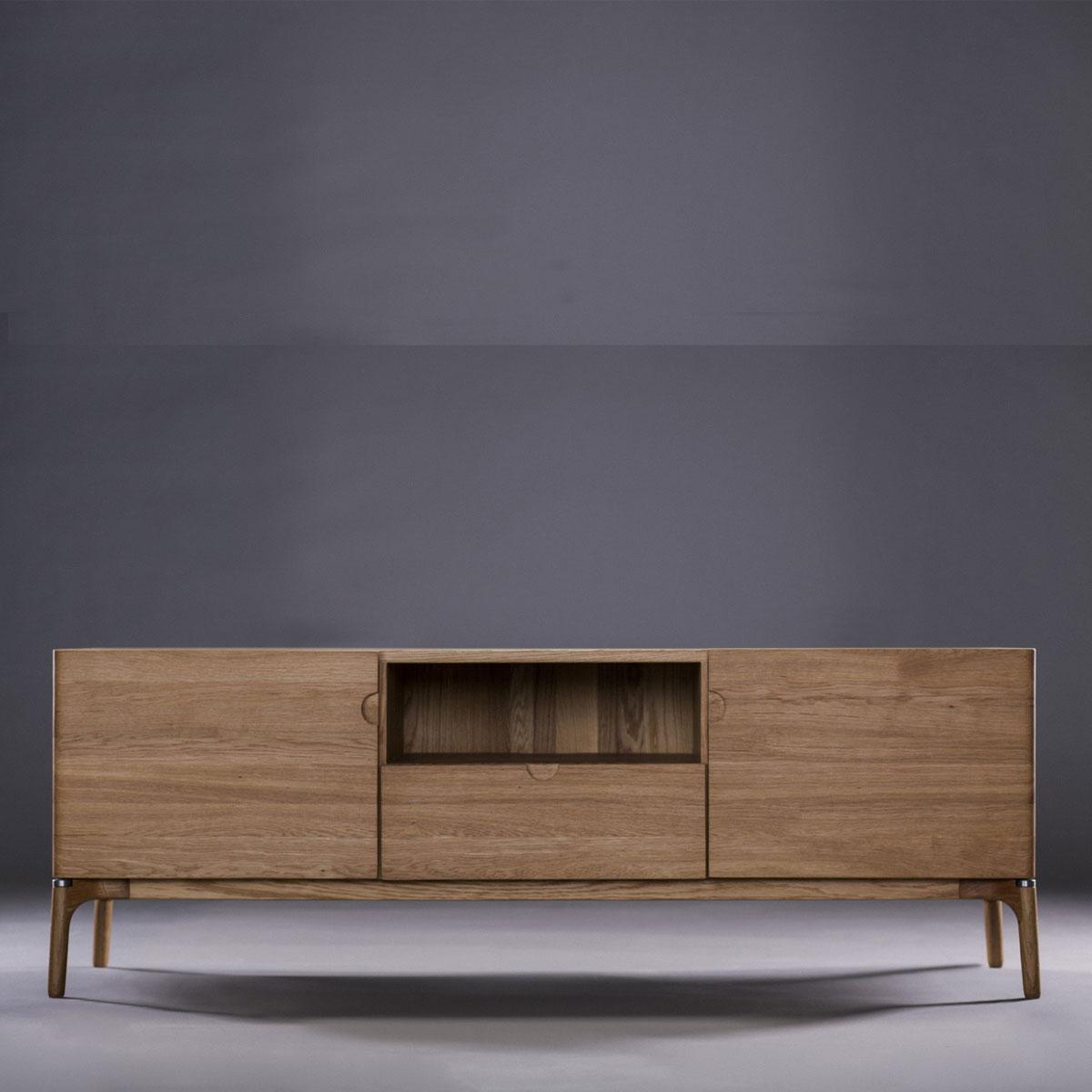 Aparador Naru en madera con cajones, puertas y compartimento, de producción artesana moderna en Europa para Artisan