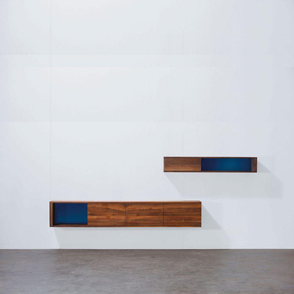 Mueble Modular Log en madera maciza con diseño moderno, de producción artesana y exclusiva para Artisan