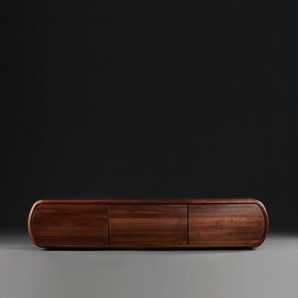 Aparador Wu en madera para Artisan, diseñado por Studio Pang en Europa, con acabados modernos