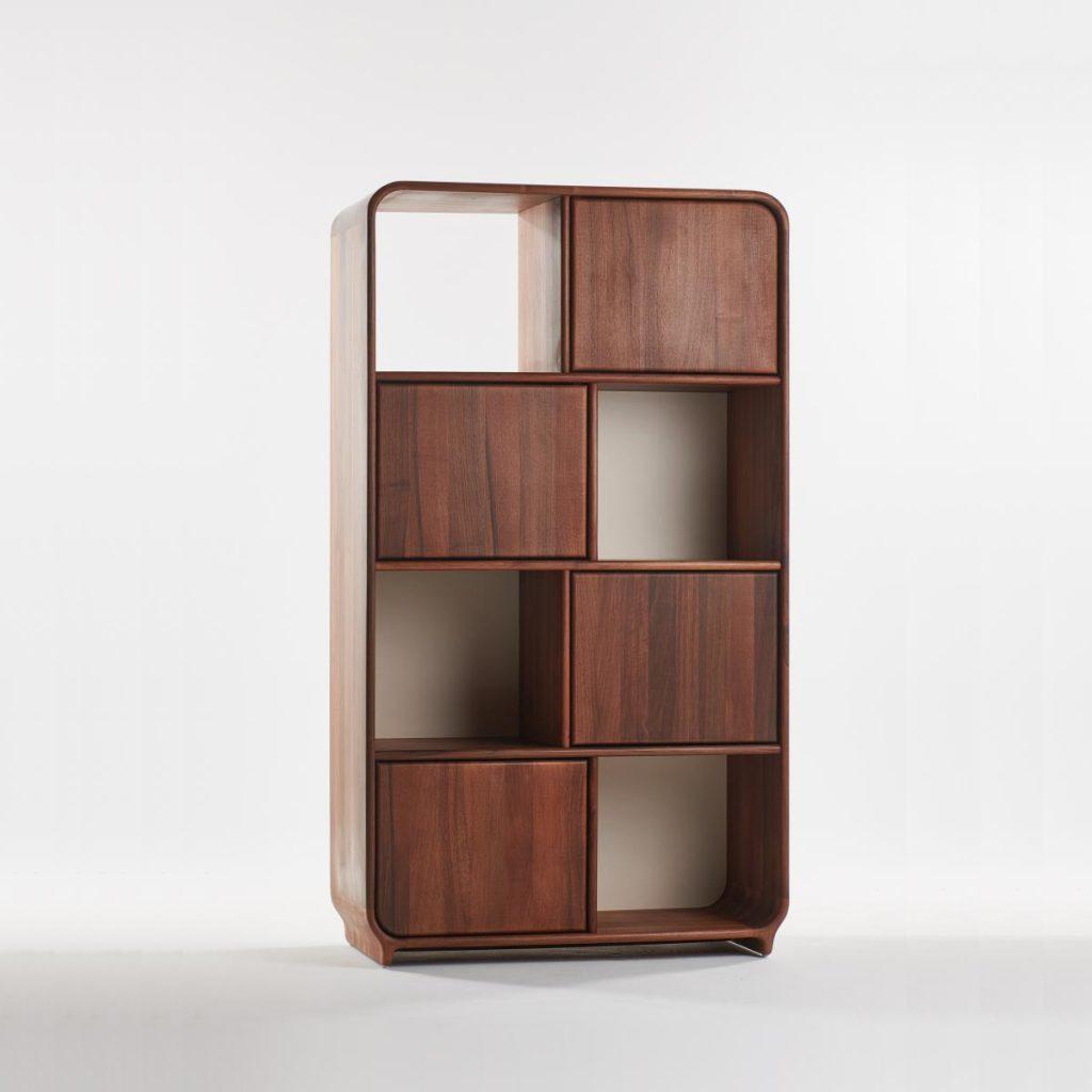 Estantería Eny realizada en madera de calidad. Producción moderna y artesana en Europa para Artisan