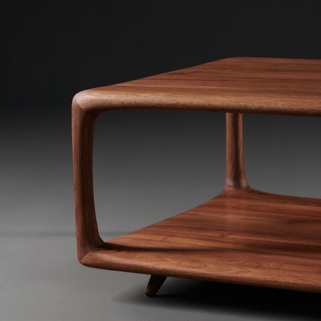 Mesa de centro Blend, realizada en madera por el artista Mirko Miličić para Artisan de Bosnia