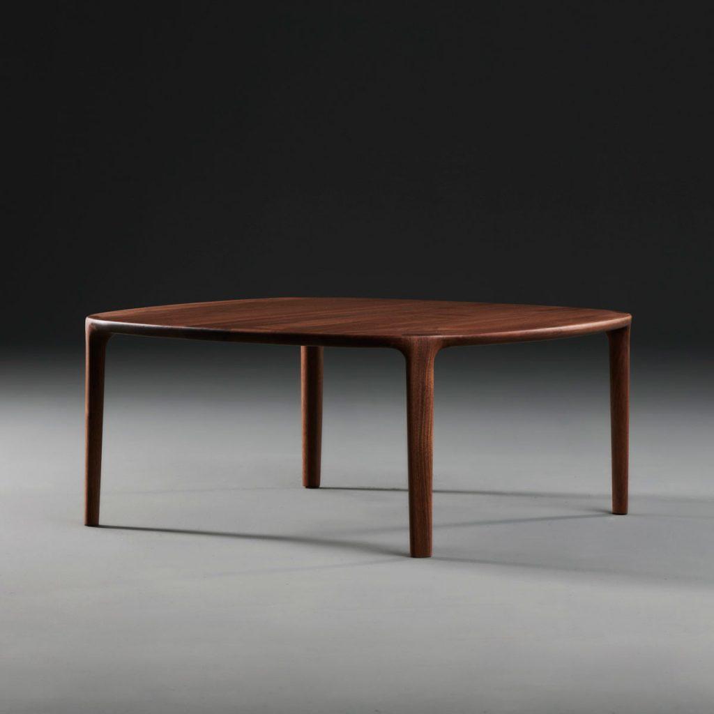 Mesa de cento Wu para Artisan. Diseño vanguardista, original y exclusivo de Studio Pang en Europa