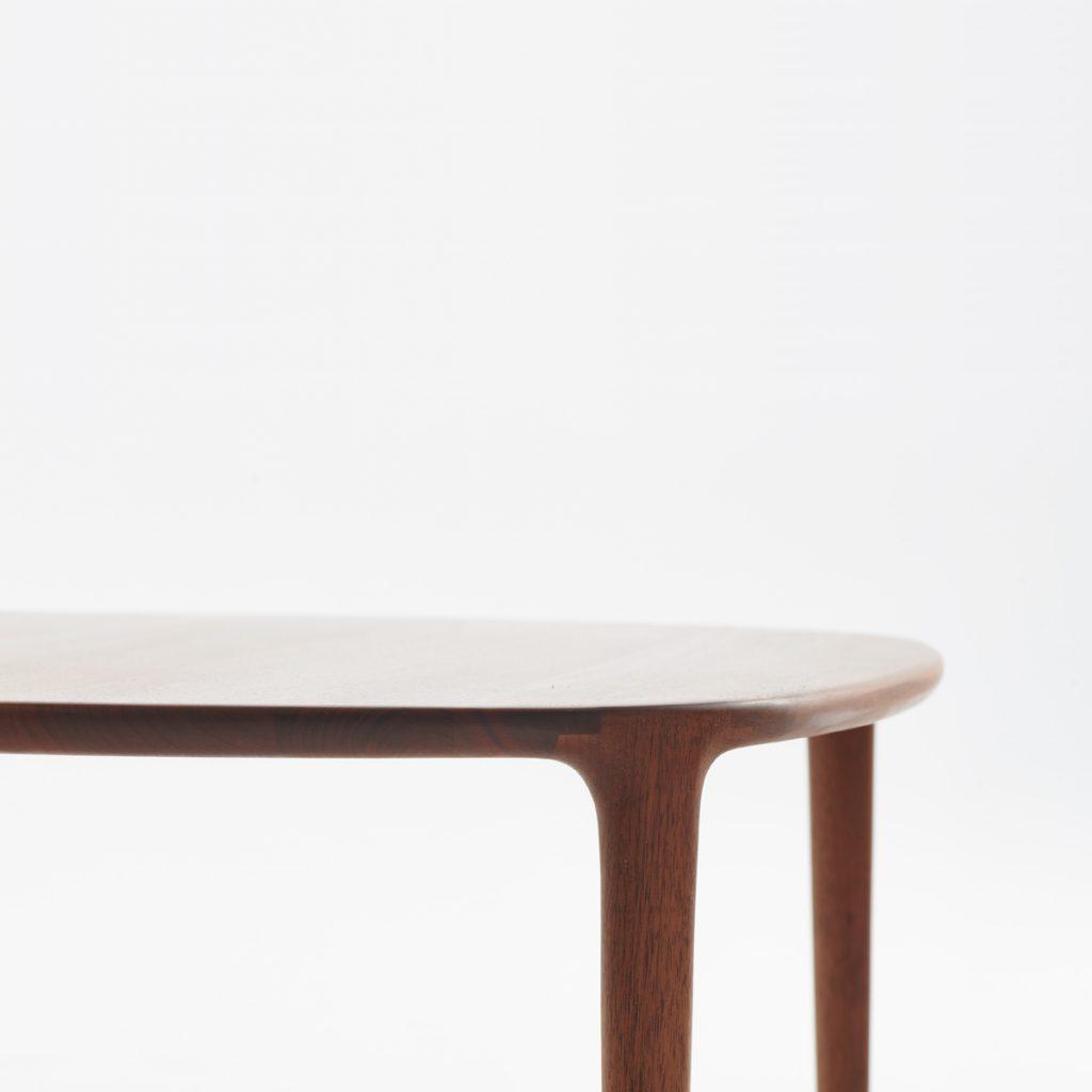 Mesa de centro Wu para Artisan, diseñada originalmente por Studio Pang. Producción artesana europea de calidad